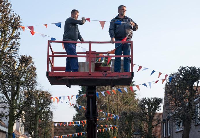Voorbereidingen Koningsdag in Ritthem,