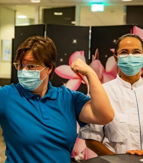 Hoe is het met de ic-arts die als eerste in het Deventer Ziekenhuis werd gevaccineerd tegen corona?