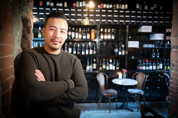 Jin Hu is slechts 31, maar heeft al vijf zaken gehad. Hij is nu uit Amsterdam terug in Arnhem met een nieuwe zaak: The Green Rose.