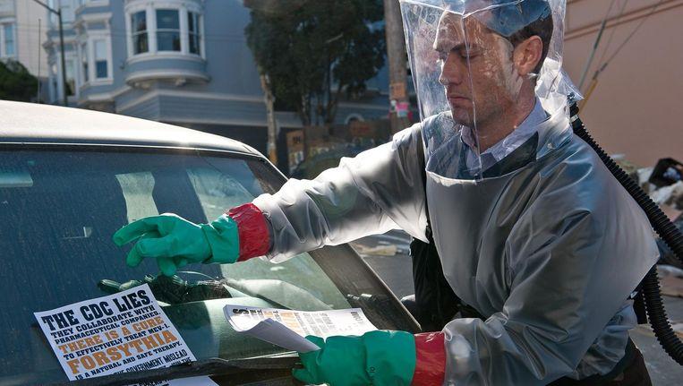 Jude Law in Steven Soderbergs Contagion. Beeld