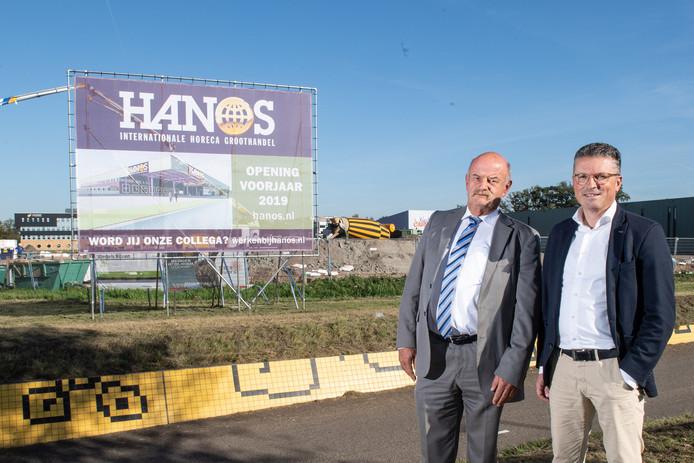 De bouw van de zelfbedieningsgroothandel annex distributiecentrum van Hanos is in volle gang. Links algemeen directeur Frits Kroes, rechts operationeel directeur Michel Janssens.