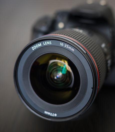 Dure camera met lenzen gestolen uit  auto in Q-park-garage Amersfoort