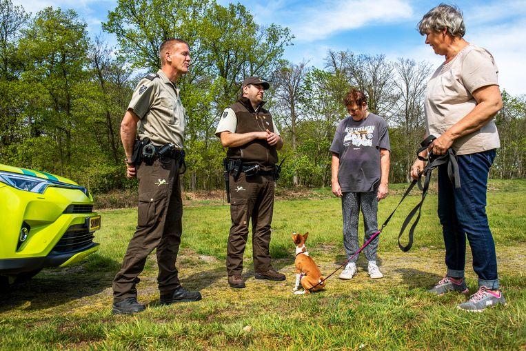 Verscherpte controle op loslopende honden. Beeld Angeliek de Jonge