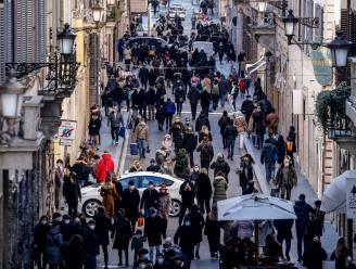 """Italië scherpt coronaregels aan - Kritiek op verminderde levering Pfizer: """"Onbegrijpelijk en onaanvaardbaar"""""""