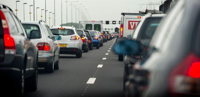 File tussen Utrecht en Amsterdam op de A2. Utrechters zijn niet blij met de drukke omgeving en de matige luchtkwaliteit.
