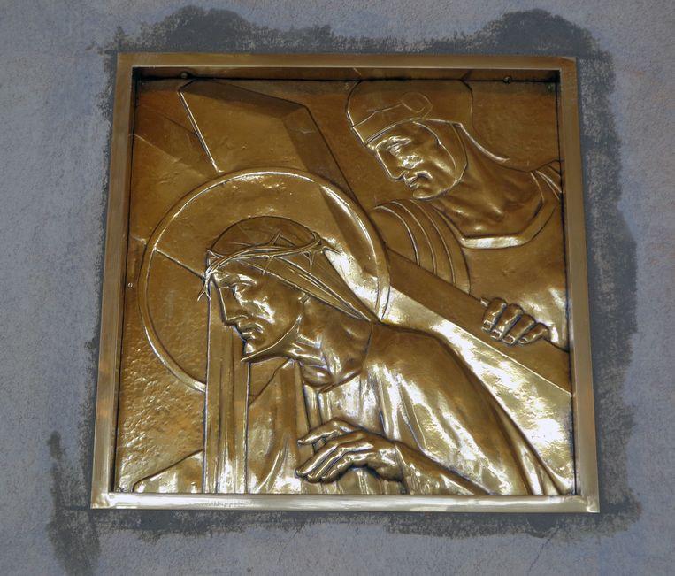 Een van de veertien voorstellingen van de kruisweg van Christus, uitgewerkt in brons.