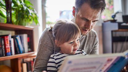 Waarom experts het een goed idee vinden om kinderen voor te lezen in moedertaal