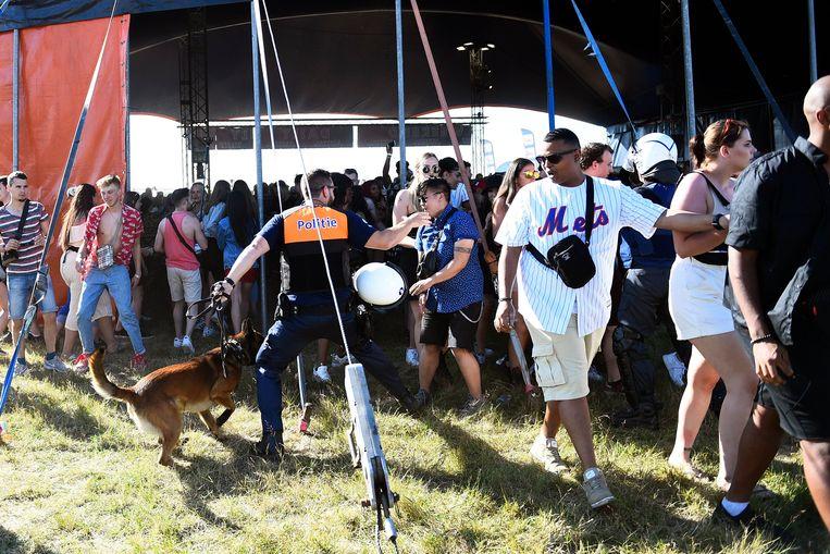Toen bleek dat het festival niet zou doorgaan, konden 200 misnoegde festivalgangers even naar binnen stormen.