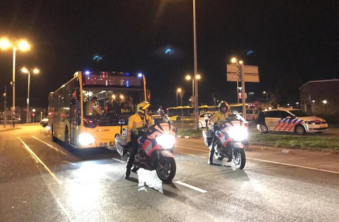 De Pegida-betogers vertrekken met de bus.