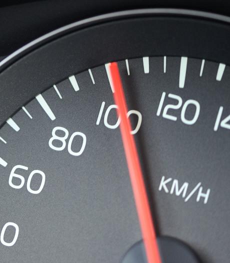 Snelheidsduivel rijdt met 100 km/u door centrum Enschede