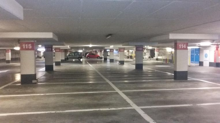 Parking Reep: Amper 7 auto's 's ochtends.
