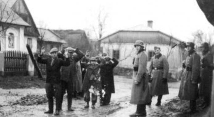 Tijdens een razzia in de Noordoostpolder werden 1800 landarbeiders opgepakt in november 1944.