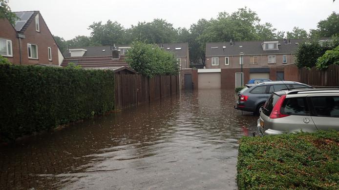 Ondergelopen parkeerplaats in Bavelse woonwijk.