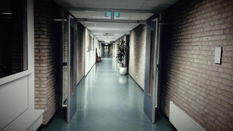 De hal in de GGZ instelling in Leeuwarden.  Beeld