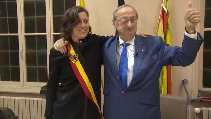 Langstzittende burgemeester geeft na 54 jaar sjerp door aan zijn dochter