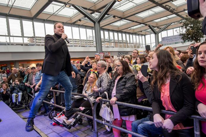 Er komt een eind aan de instore-optredens van de Special CD Shop. Afgelopen voorjaar trad Frans Bauer nog op in winkelcentrum Hoge Vucht
