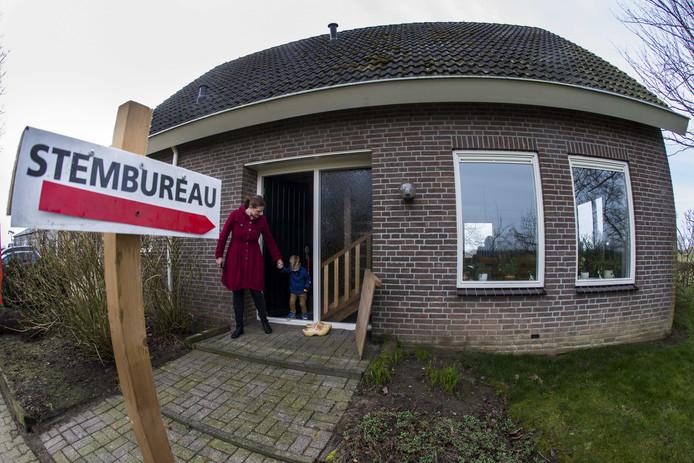 Het kleinste stembureau van Nederland staat in Marle en telt doorgaans opkomsten van meer dan honderd procent.