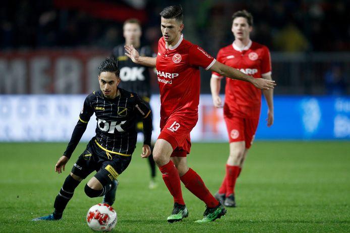 Bart Meijers in het shirt van Almere City