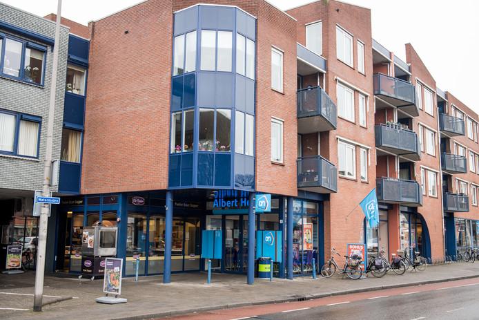Albert Heijn in Rijssen is nu nog gevestigd op de begane grond van een appartementencomplex op de hoek Watermolen/Wierdensestraat.