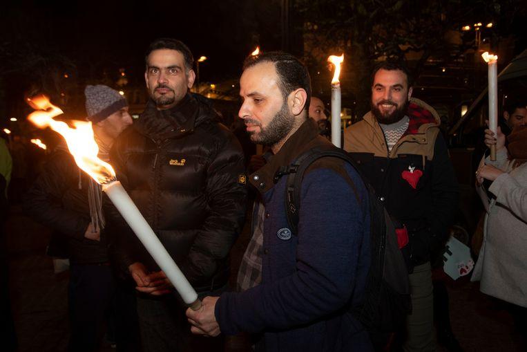 Zo'n 250 mensen hielden op het Maria-Hendrikaplein aan het station een stille wake voor een solidaire samenleving.