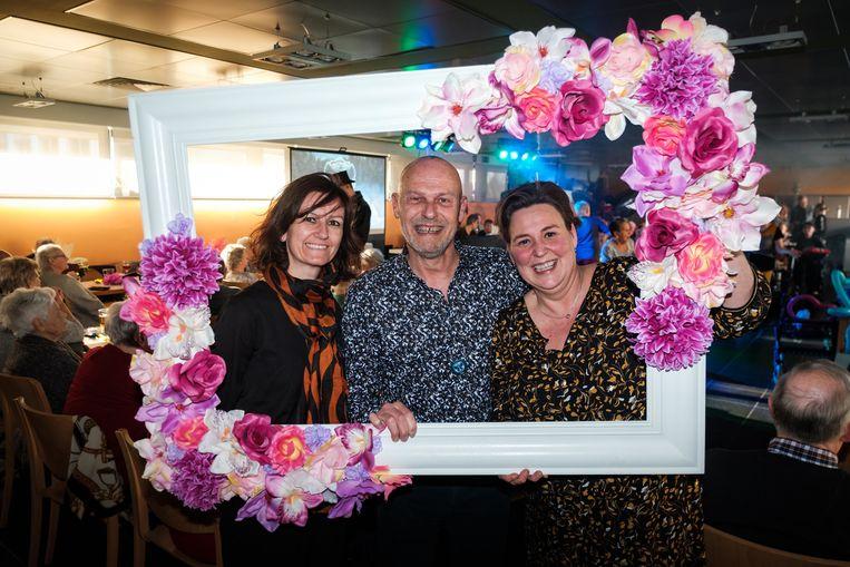 Ook Den Beuk-directrice Sarah Boddaert, Ivo Corbeels van het Tomorrowland Buurthuis en OCMW-voorzitter Inge De Ridder (N-VA) genieten van het feestje.