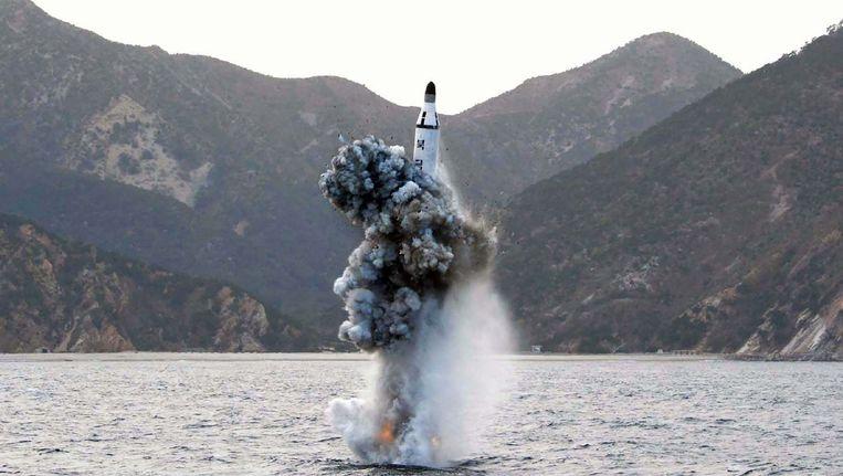 Ook in april van dit jaar vuurde Noord-Korea een raket af vanaf een onderzeeër. Beeld afp