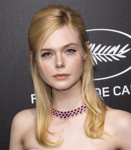 Actrice Elle Fanning valt flauw tijdens galadiner in Cannes