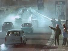 Tonny Keijzers uit Apeldoorn opende na de val van de muur een autobedrijf in Oost-Duitsland: ,,Als je achter een trabant stond, sloeg de damp op je keel'