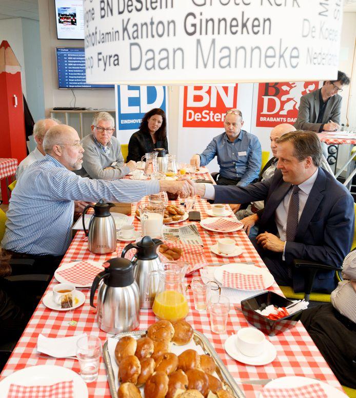 D66-lijsttrekker Alexander Pechtold was maandag de gast van de lezersbijeenkomst in Etten-Leur. Foto: Marcel Otterspeer / pix4profs