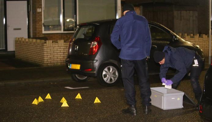 Onderzoek bij de beschoten woning in Den Bosch.