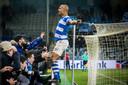 De Graafschap-spits Anthony van den Hurk is na een doelpunt de gevierde man.
