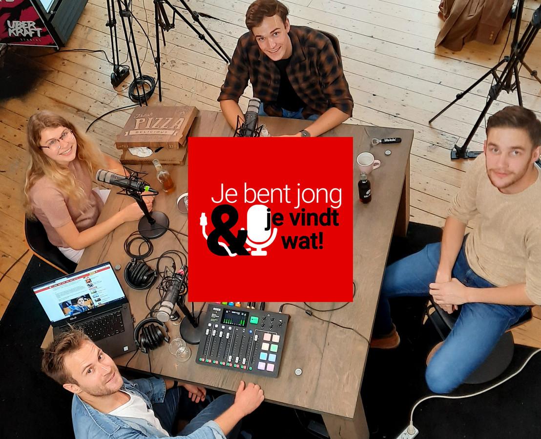 Mila Duterloo (l), Storm Brinkhuis, Aron de Hoop en presentator Roel Maalderink tijdens de opnames van de tweede aflevering van Je bent jong en je vindt wat! in Uberkraft Studios in Amsterdam.
