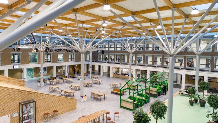 Volgens Soner Atasoy hebben zich hooguit een dikke 50 leerlingen gemeld voor het nieuwe schooljaar bij het Comenius Lyceum. Beeld Rink Hof