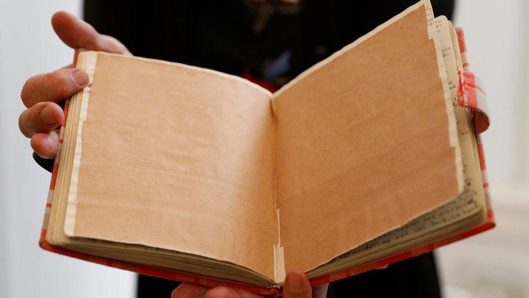 Replica van de bewuste pagina's in het dagboek van Anne Frank. Beeld ANP