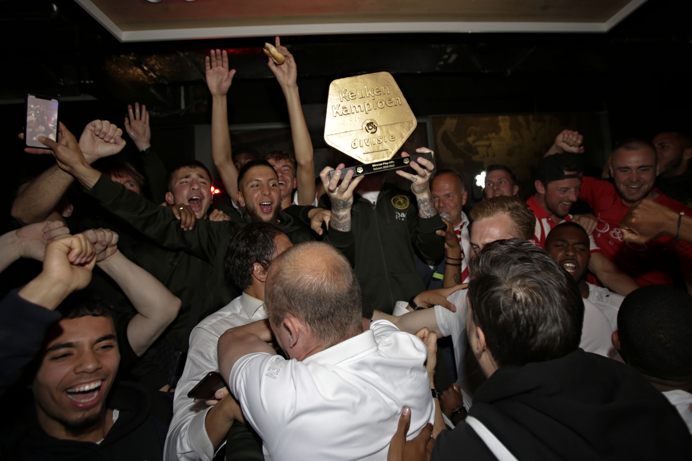 Dolle vreugde na de wedstrijd  De Graafschap - Sparta Rotterdam in de Jupiler Lounge