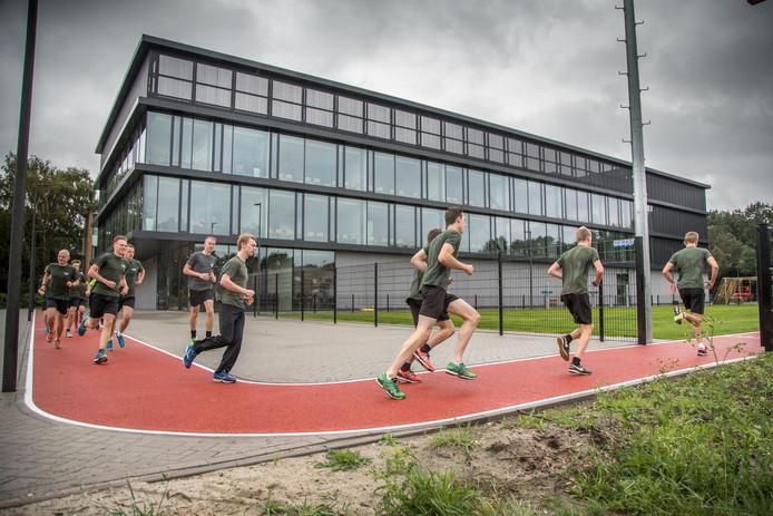 Nieuw Deltion-gebouw aan de Zwartewaterallee waar de MBO opleiding voor militairen.