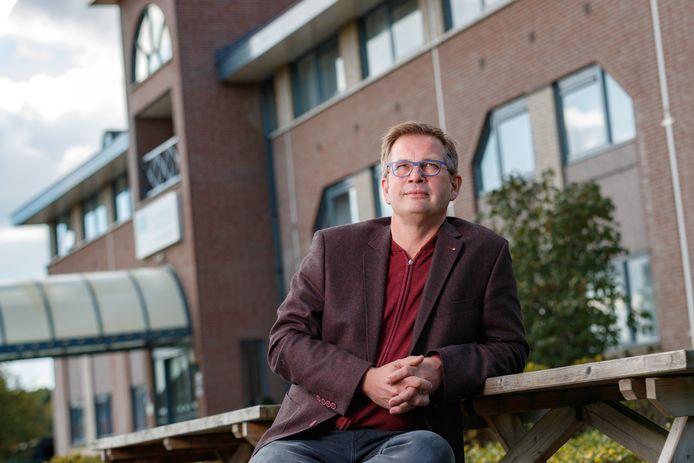 Jan Karel Fikke voor Hotel Port of Moerdijk. De ondernemer wil tweehonderd extra bedden voor buitenlandse werknemers, maar de gemeente Moerdijk ziet dat niet zitten.