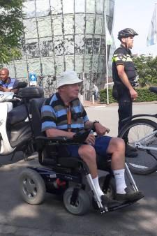 Door KPN-storing moest de 72-jarige Rien uren wachten op de rolstoeltaxi