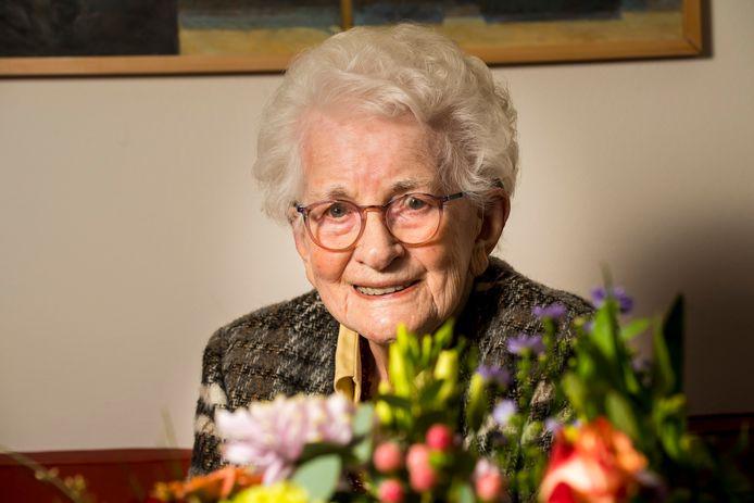 Emmy Dekkers - Van Houten mag 100 kaarsjes uitblazen