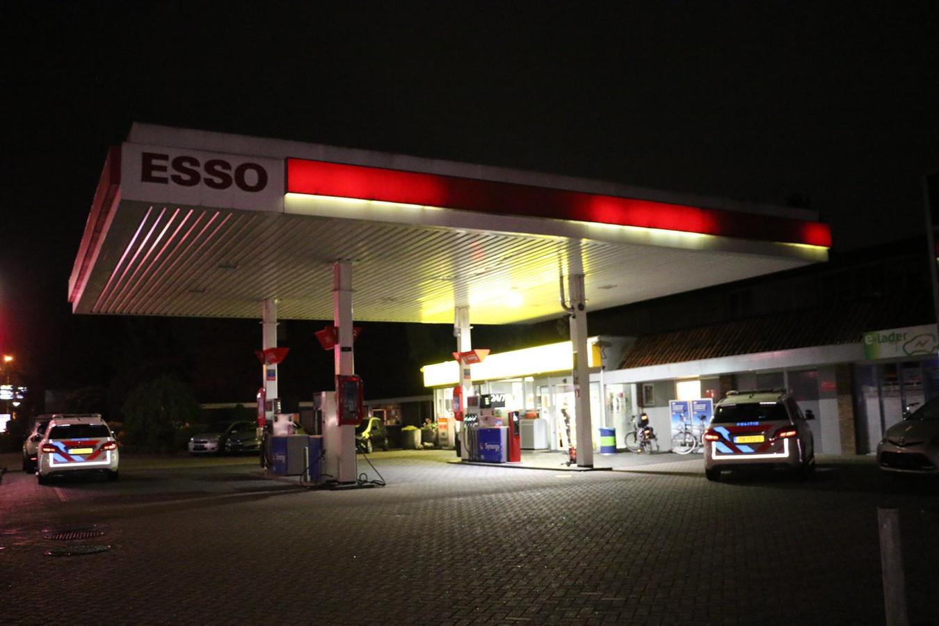 Het tankstation aan de Essenlaan dat vrijdagavond werd overvallen.