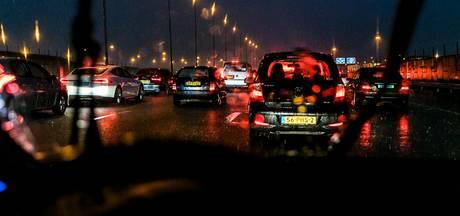 File op A8 richting Amsterdam door ongeluk