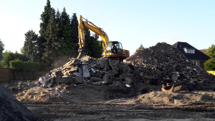 De Nieuwe Kerk is veranderd in een berg puin.