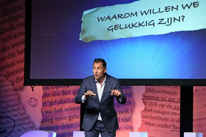 Guido Weijers hield voor de medewerkers van Reggesteyn een masterclass over 'Geluk'.