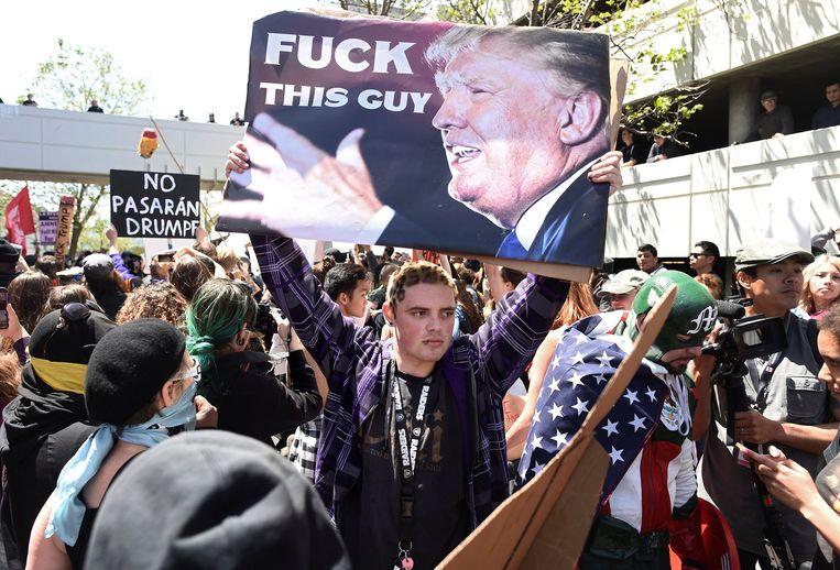 Een anti-Trump demonstrant Beeld null