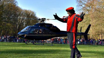 Sint landt met helikopter in Tervuren