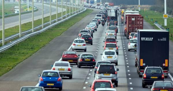 Ongeluk op A50 tussen Apeldoorn en Epe zorgt voor flinke vertraging: 11 kilometer file.