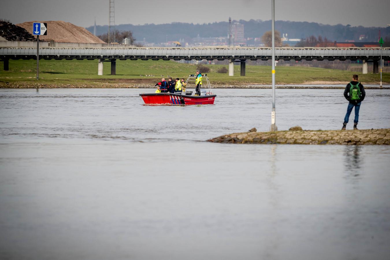 Op de Nederrijn bij Huissen sloeg de kano om.