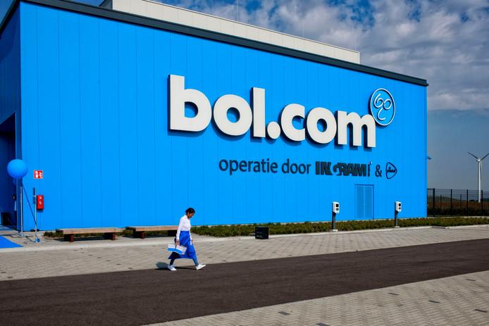 Het vorige maand geopende distributiecentrum van bol.com in Waalwijk, zal snel buren krijgen.