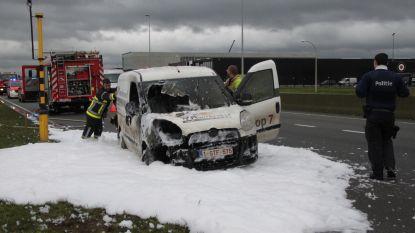 Bestelwagen traiteurdienst uitgebrand op ring