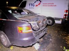 Auto verwoest door brand in Rotterdam-IJsselmonde
